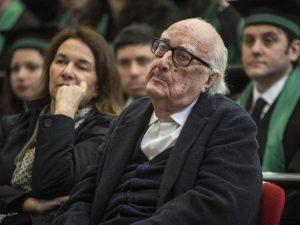 Porto Empedocle dichiara lutto cittadino per Camilleri, ma i
