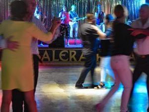 Bologna, multa di 516 euro agli anziani che ballano il lisci