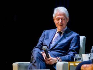 """Andrea Camilleri, l'omaggio di Bill Clinton: """"Lui e Montalba"""