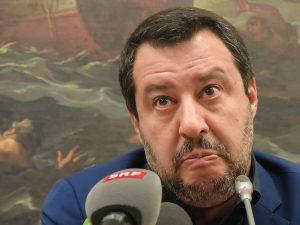 Bagnanti in Libia e ONG taxi: Salvini torna a fare casino su