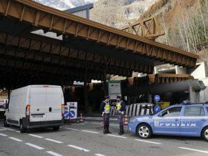 Fumo da un autobus nel traforo del Monte Bianco, 67 passegge