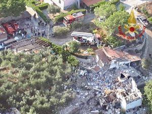 Isola d'Elba, morto un ferito dopo l'esplosione della palazz