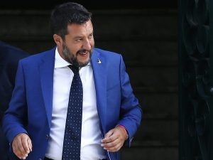 Open Arms, 17 giorni in mare con 107 migranti. Salvini attac