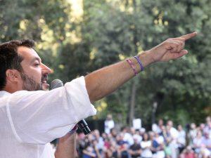 """Salvini non si dimette: """"Siamo in mano a una trentina di ren"""