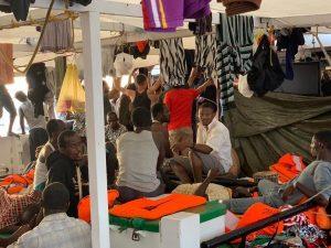 Open Arms, l'ong propone di trasferire i migranti in Spagna