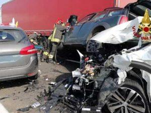 Contro esodo, maxi tamponamento in A4: cinque auto coinvolte