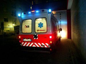 Ascoli: si schianta contro un albero nella notte, muore uomo
