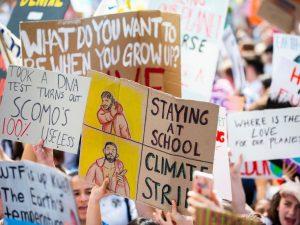 Scuola, gli studenti scendono in piazza per il clima? Le ass