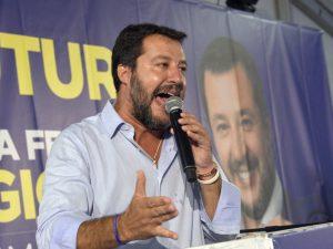 """Decreto sicurezza, da Pontida Salvini avverte: """"Se lo cancellano faremo un referendum"""""""
