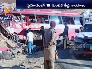 Strage in Pakistan: autista sbaglia la curva, il bus si schi