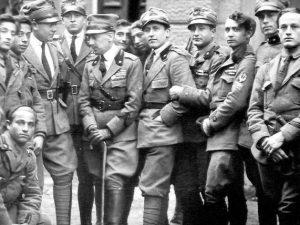 Tensione a Fiume, italiani si presentano con bandiere del Regno d'Italia: ...
