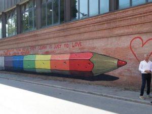 """Ravenna, scrissero """"il preside è gay"""" sul muro del liceo: fr"""