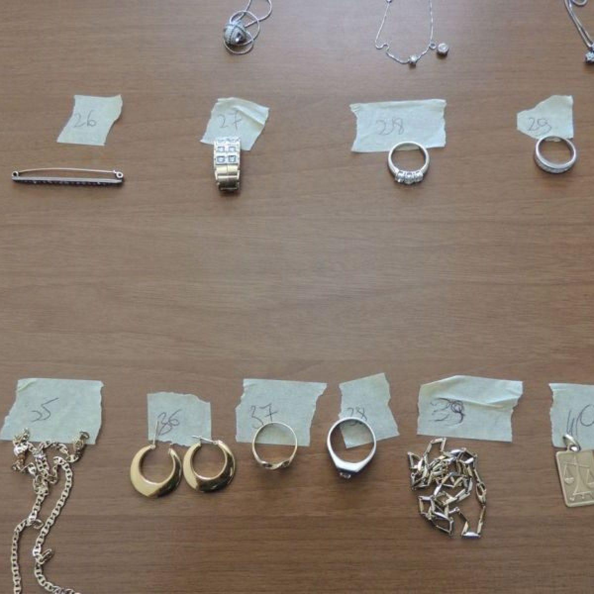materiali di alta qualità vendita più economica online Massa Carrara, carabiniere ruba soldi e gioielli sequestrati ...
