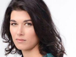 L'attrice Gloria Cuminetti presa a pugni senza motivo in str
