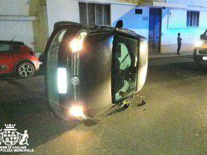 Cagliari: ubriaca al volante, urta un'auto in sosta e si ribalta in mezzo ...