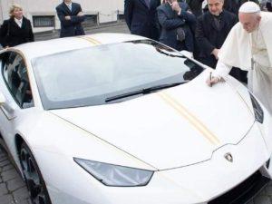 Papa Francesco mette all'asta la 'sua' Lamborghini: venduta per 900 mila ...
