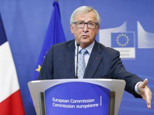 """Brexit, raggiunto un accordo. Juncker: """"Soluzione giusta e b"""