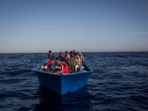 """Migranti, Alarm Phone: """"Malta ha localizzato la barca ma non"""