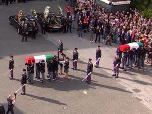 I funerali di Stato dei poliziotti uccisi a Trieste: l'ultim