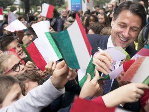 Sondaggi politici, il M5s supera il Pd, Giuseppe Conte leade
