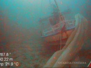 Lampedusa, tra i cadaveri nel relitto c'è anche una ragazzin