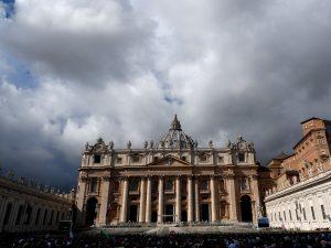 Soldi del Vaticano per investimenti immobiliari: sequestrati