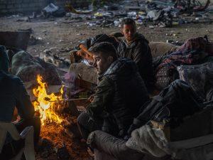 """Bosnia, Msf: """"Migranti bloccati al confine in condizioni terribili. La polizia picchia i bambini"""""""