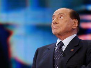 Per Berlusconi la mascherina fuori casa dovrebbe essere obbl