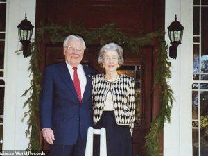 Hanno 211 anni in due, la coppia di coniugi più vecchia del