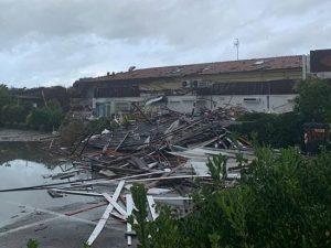 """Maltempo in Toscana, tromba d'aria a Marina di Carrara spazza via un albergo: """"Danni ingenti"""""""