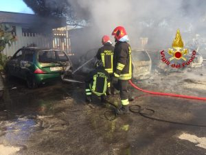 Incendio a Milazzo, fumo nero dalla stazione: cinque auto di