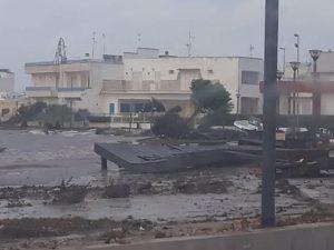 Porto Cesareo, tromba d'aria distrugge pontile e trascina il