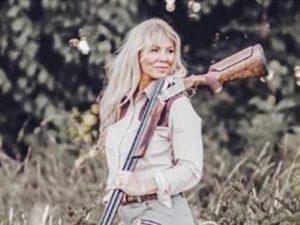 Rachel Carrie, la cacciatrice che cucina solo animali uccisi