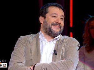 """Matteo Salvini: """"Sardine? Preferisco i gattini che se le man"""