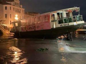 """Allarme acqua alta a Venezia, l'80 per cento della città è sommersa: """"Devastazione totale"""""""