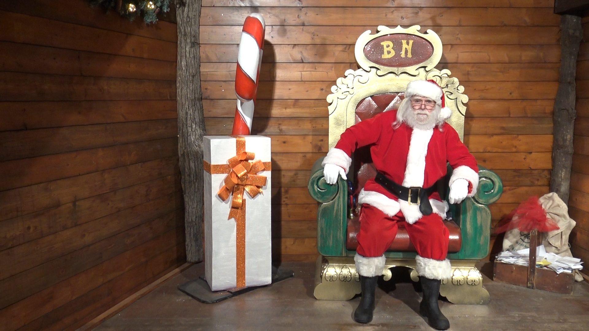 Esiste Babbo Natale Si O No.Babbo Natale Esiste E Aiuta I Malati In Giro Per Il Mondo