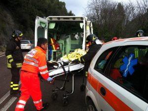 Verona. Auto si schianta contro un albero e un muro: 3 perso