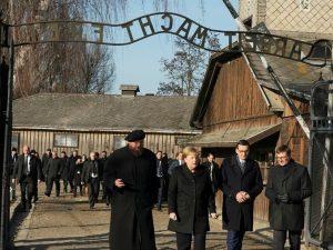"Angela Merkel visita Auschwitz: ""Non dobbiamo dimenticare ma"