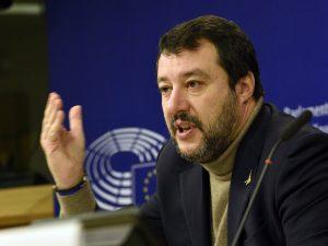 """Ora per Salvini un parlamentare che canta """"Bella Ciao"""" è uno spettacolo ..."""