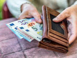 Salario minimo, la maggioranza non trova l'accordo: torna la