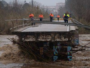 Piogge e onde altissime: la tempesta Gloria fa 7 morti in Sp