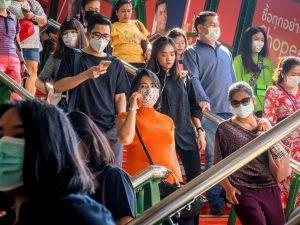 """""""Coronavirus, a Wuhan decine di migliaia di morti""""/ Non torn"""