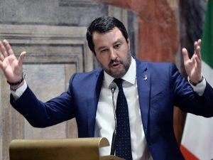 """Migranti, l'accusa di Salvini: """"Il governo odia Taranto e la"""
