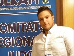 Foggia |  incidente a Lucera |  finisce con l'auto contro un muretto |  Luca muore a 22 anni