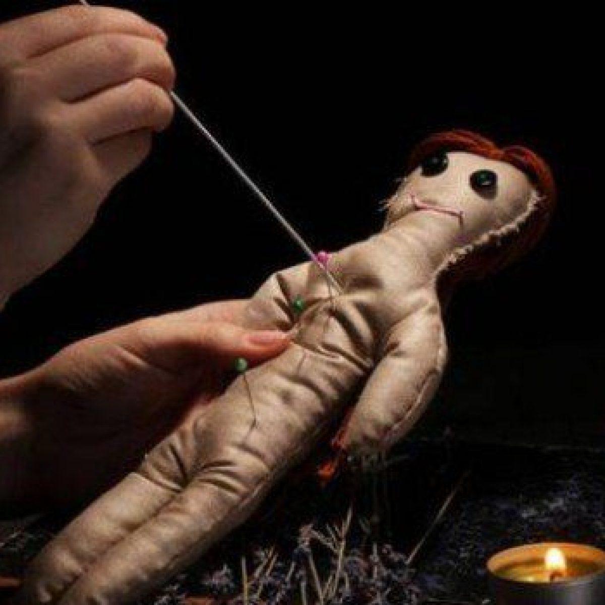 Lui Chiede Divorzio Lei Gli Fa Un Rito Voodoo Bambola Con Spilli Sul Corpo L Uomo Si Sente Male