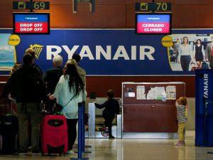 Ryanair aumenta (ancora) i prezzi sul bagaglio a mano