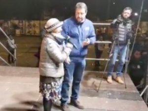 """Emilia Romagna, Salvini a Bibbiano con la mamma di Tommy: """"C"""