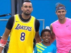 Tennis, Nick Kyrgios indossa la maglia di Kobe Bryant agli A