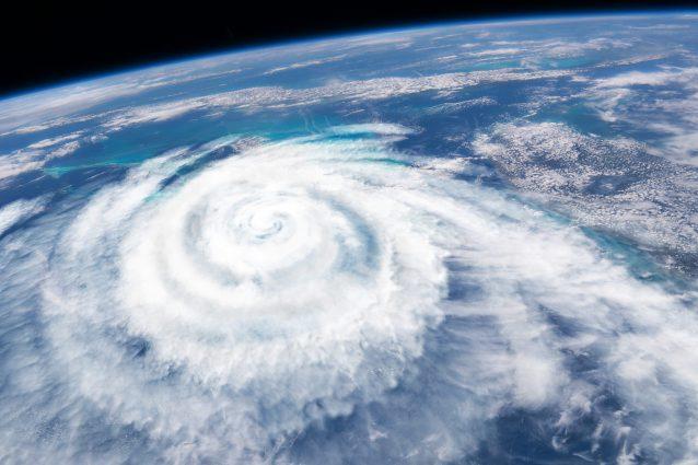 Previsioni meteo 17 febbraio: tempesta Dennis semina morte e