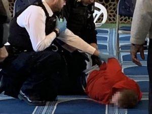 Paura a Londra, uomo entra in moschea e accoltellata il muez